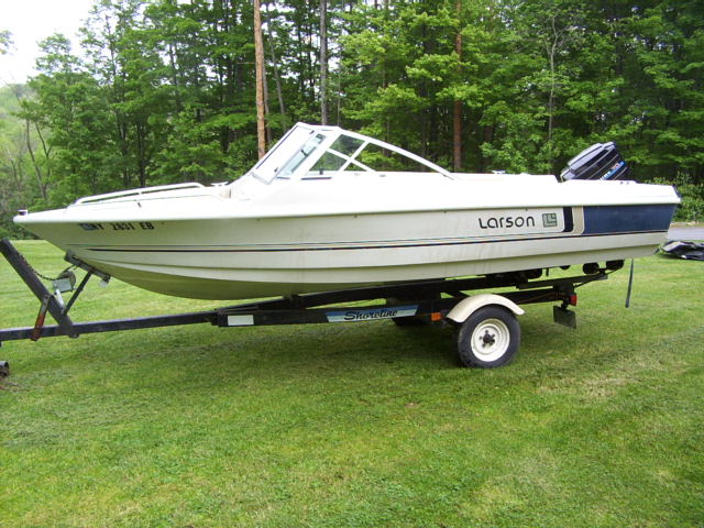 1984 Larson 17 Foot Open Bow Runabout
